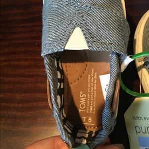 TOMS Toddler Burlap Shoes-Size 5